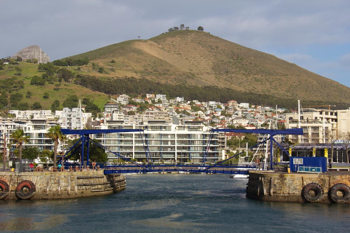 Victoria & Alfred Waterfront Bascule Bridge