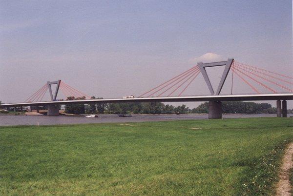 Flughafenbrücke.