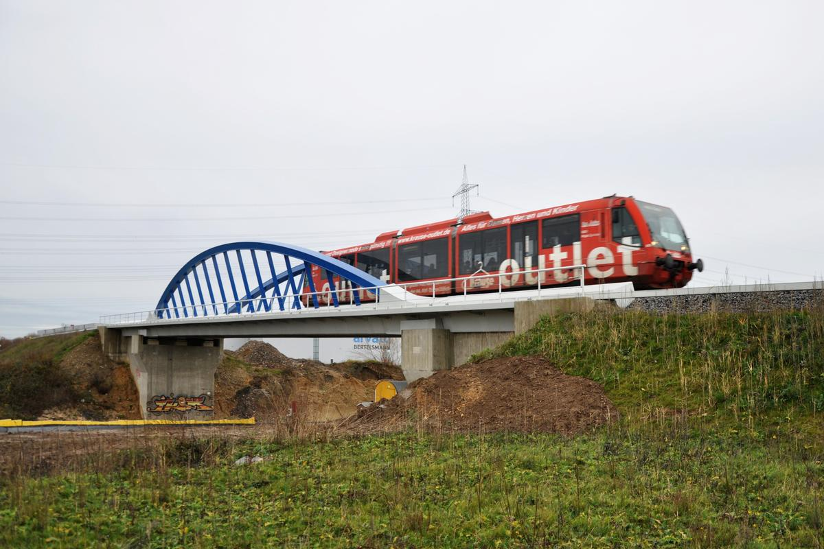 Pont ferroviaire sur l'autoroute A 4