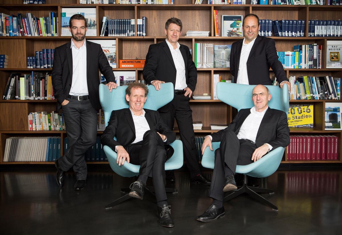 Sitzend: Knut Göppert, Mike Schlaich;  Stehend: Knut Stockhusen, Andreas Keil, Sven Plieninger
