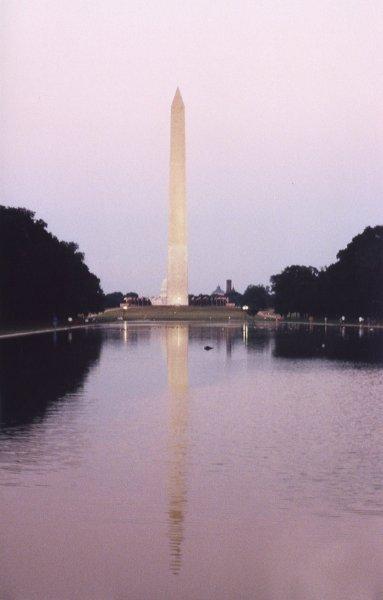 Washington Monument von Lincoln Monument aus gesehen mit Spiegelung im Reflection Pool