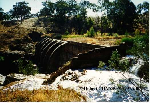 Junction Reefs dam (Australia 1897)View from the left abutment; note the unlined rick spillway in the foreground Junction Reefs dam (Australia 1897) View from the left abutment; note the unlined rick spillway in the foreground