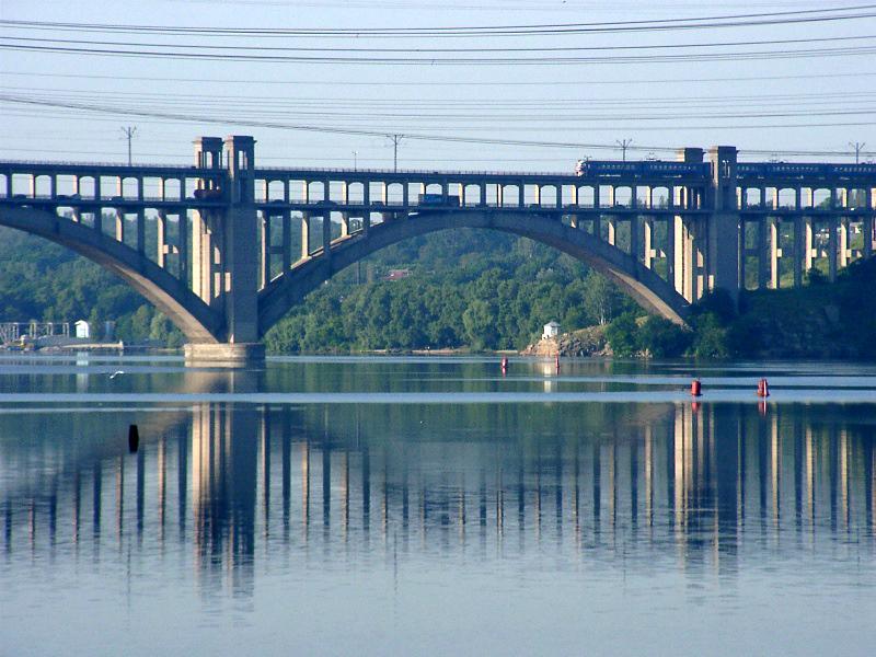 Pont de Zaporoze à Zaporijjia (Ukraine); construit en 1952