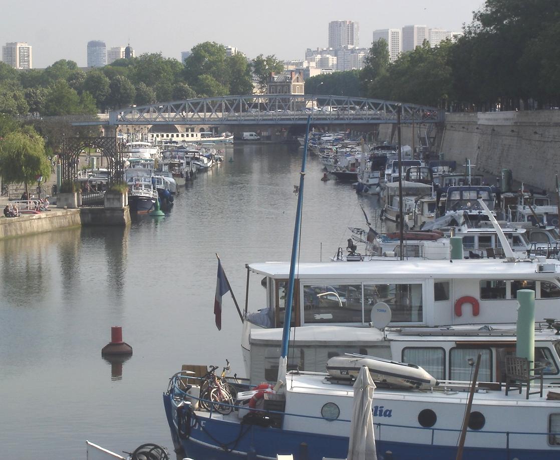 Port de l'Arsenal et passerelle de Mornay,vus de la station Bastille ligne 1 Port de l'Arsenal et passerelle de Mornay, vus de la station Bastille ligne 1