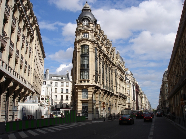 Immeubles rue Réaumur, Paris 2e. N°130. Angle rue Léon Cladel