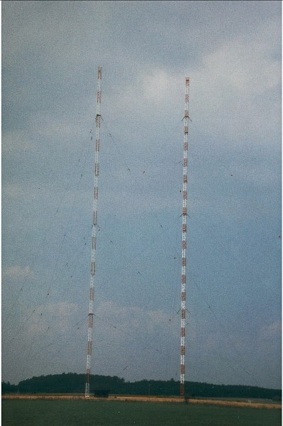 Rundstrahlantenne Rohrdorf (right mastt).