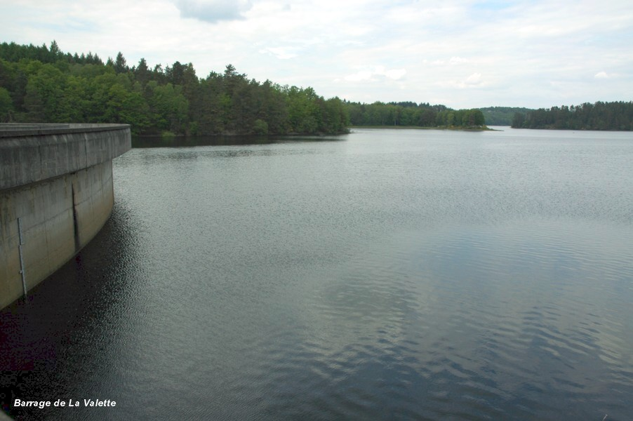 Fiche média no. 113632 Barrage de La VALETTE, également nommé barrage de MARCILLAC, communes de Marcillac-la-Croisille (19320) et de Saint-Pardoux-la-Croisille (19320) – le lac de retenue