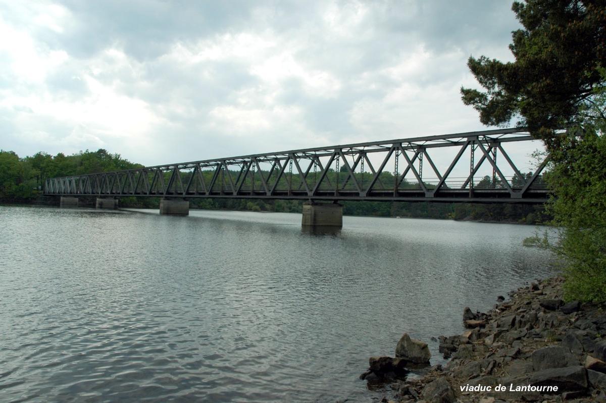 Fiche média no. 113358 Viaduc de LANTOURNE, sur le Doustre (retenue du barrage de La Valette), RD 131e1 entre Marcillac-la-Croisille (19320, Corrèze) et Saint-Pardoux-la-Croisille (19320, Corrèze)