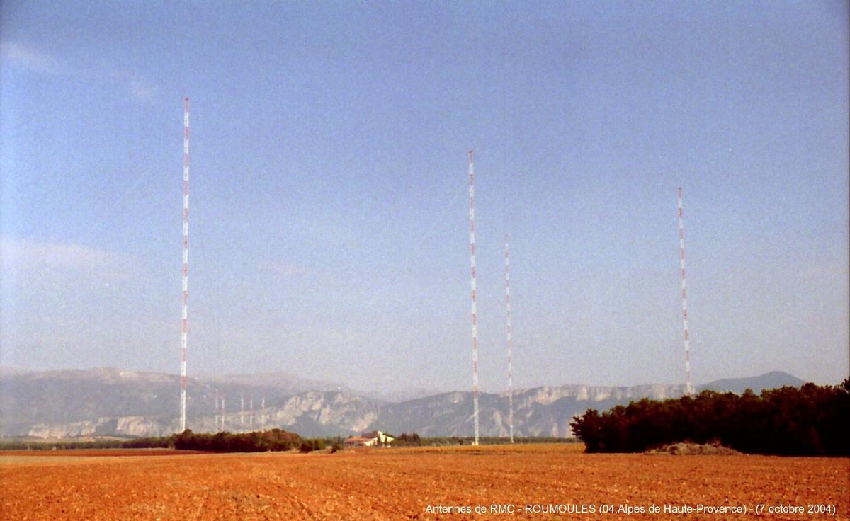 ROUMOULES (04,Alpes de Haute-Provence) – Les antennes de Radio Monte-Carlo.