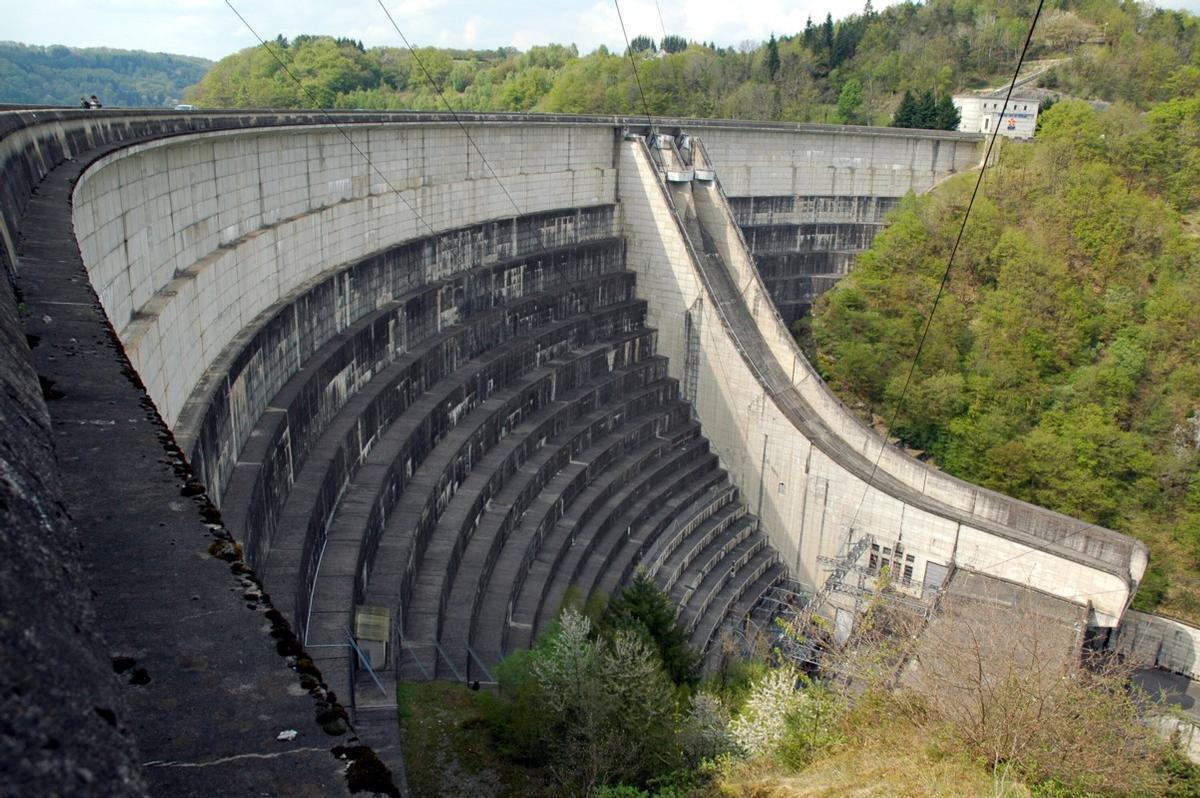 Communes de Bort-les-Orgues (19110, Corrèze) et de Lanobre (15270, Cantal) - barrage de Bort-les-Orgues