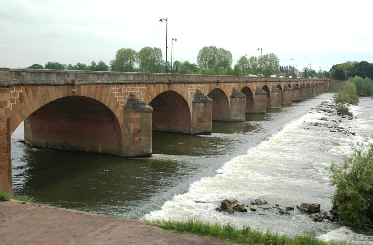 Nevers (58000) - le Pont de Loire, ou Pont-Neuf