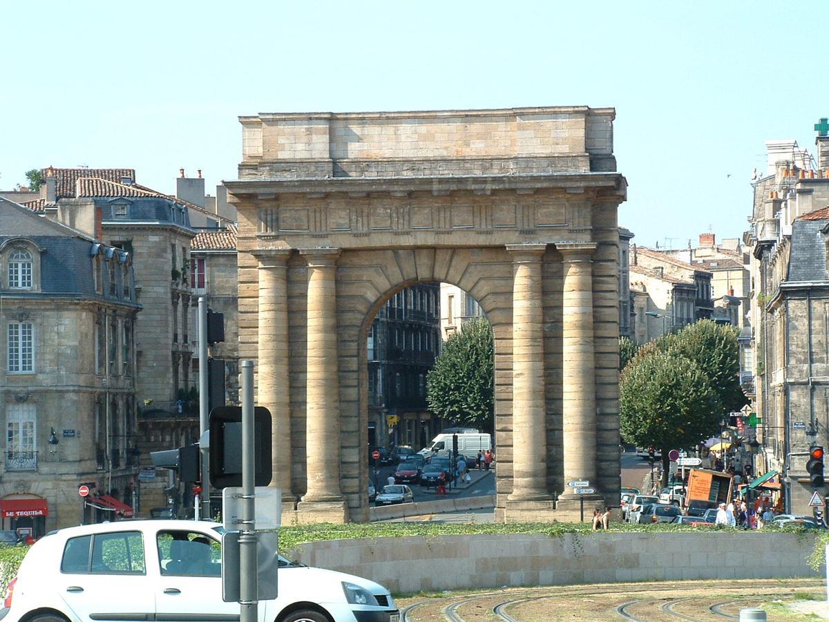 Porte de bourgogne bordeaux structurae for Porte de garage bordeaux