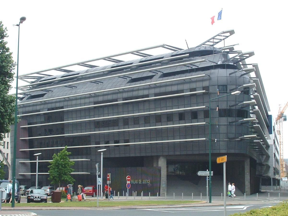 Quel bâtiment est le plus laid, selon vous? - Page 7 Ca_pdj1