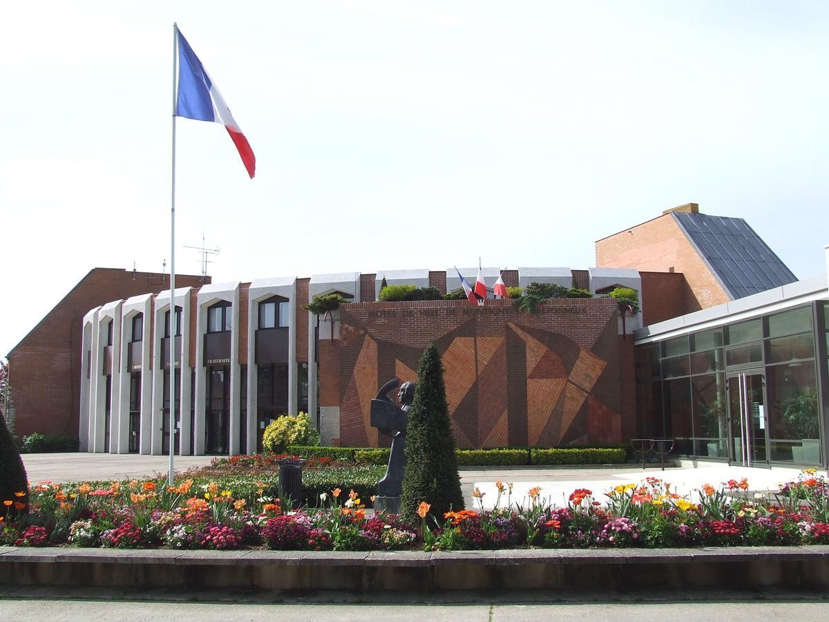 H tel de ville montigny le bretonneux montigny le - Piscine de montigny le bretonneux ...