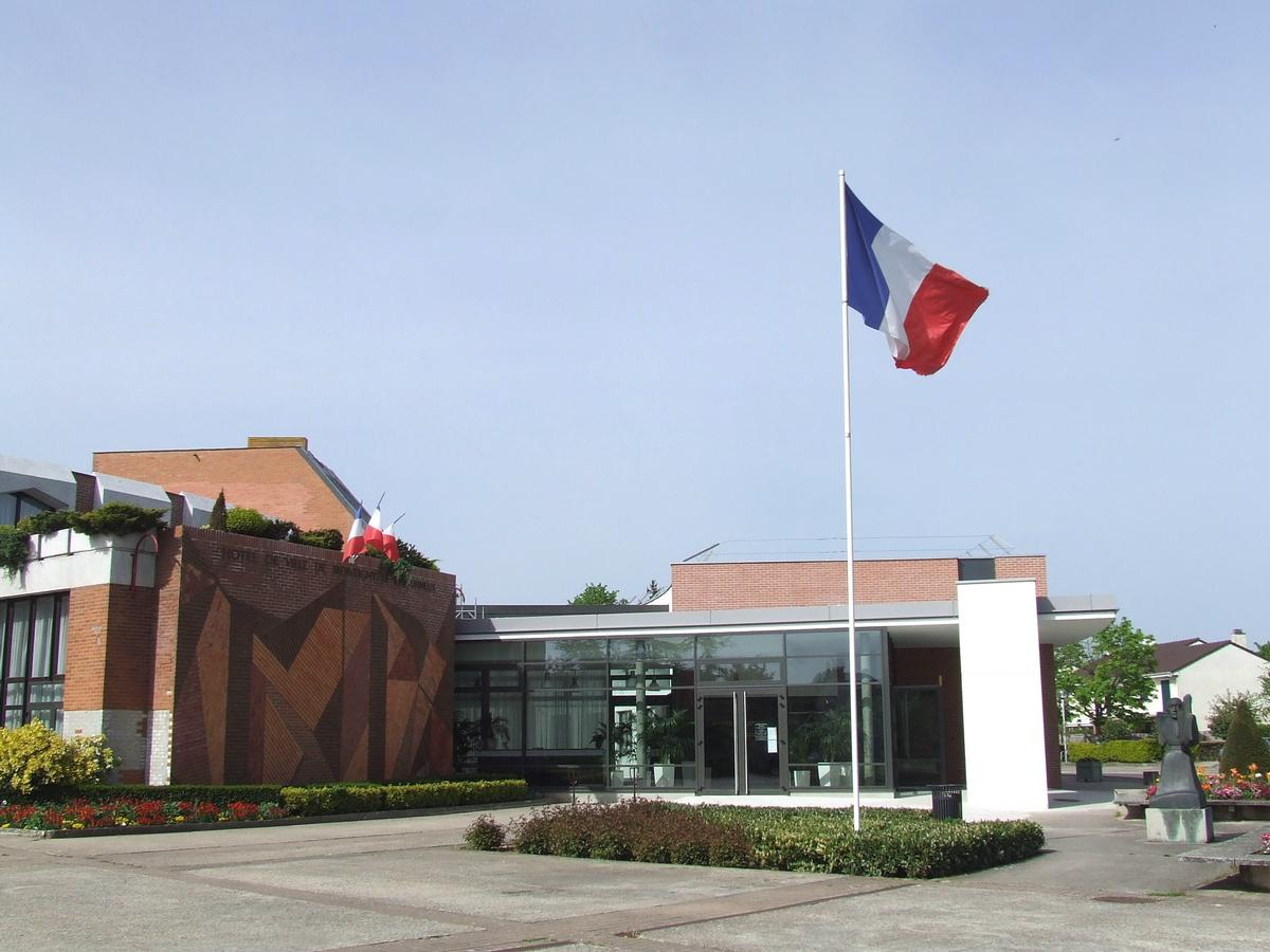 H tel de ville de montigny le bretonneux montigny le - Piscine de montigny le bretonneux ...