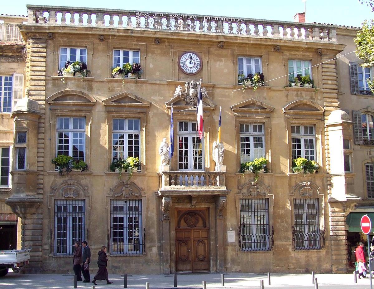 H tel de ville salon de provence salon de provence for Piscine des canourgues salon de provence