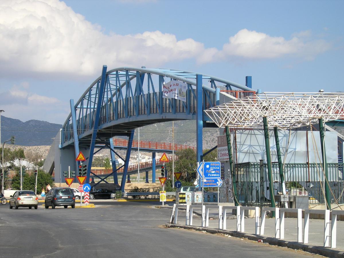 Footbridge across Leoforos Poseidonos
