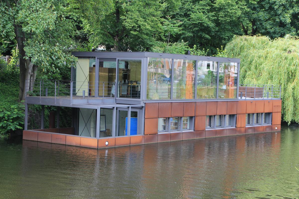 hausboot auf dem eilbekkanal liegefeld 1 3 hamburg barmbek s d structurae. Black Bedroom Furniture Sets. Home Design Ideas