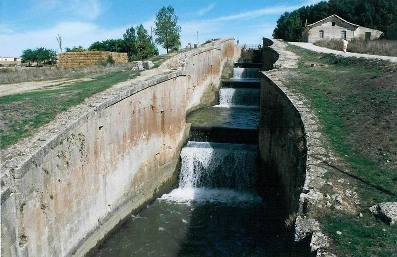 L'écluse quadruple de Fromista, sur le canal de Castille.