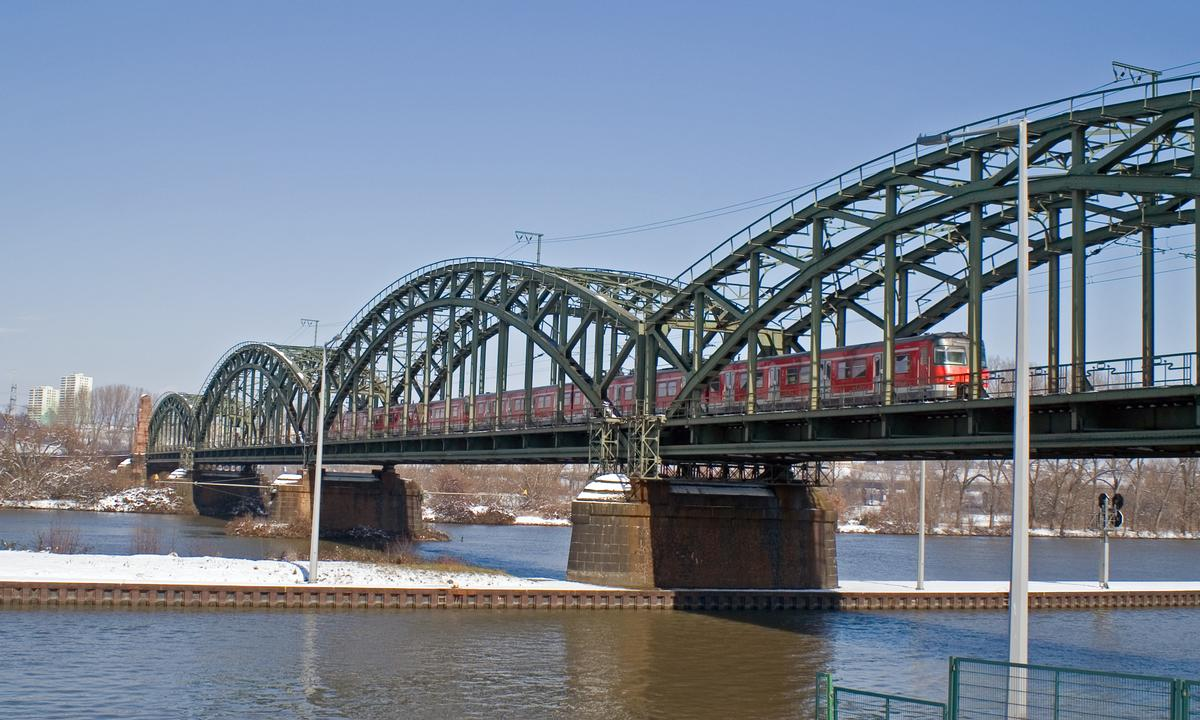 Railroad bridge across the Main