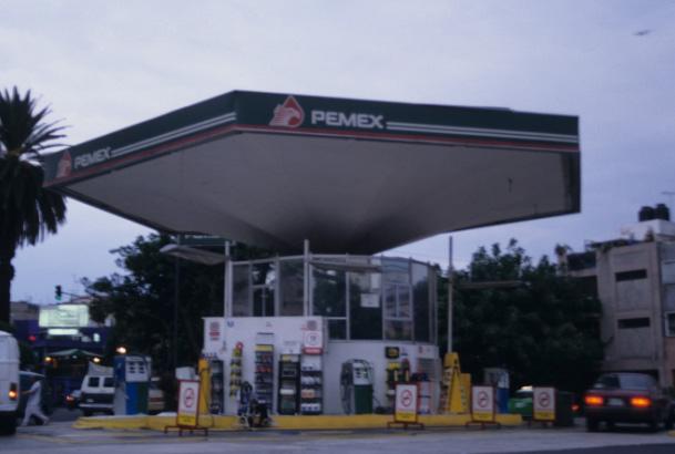 Gasolinera PEMEX in Roma Norte