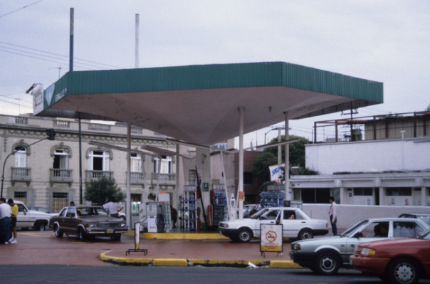 Gasolinera PEMEX at Roma Sur