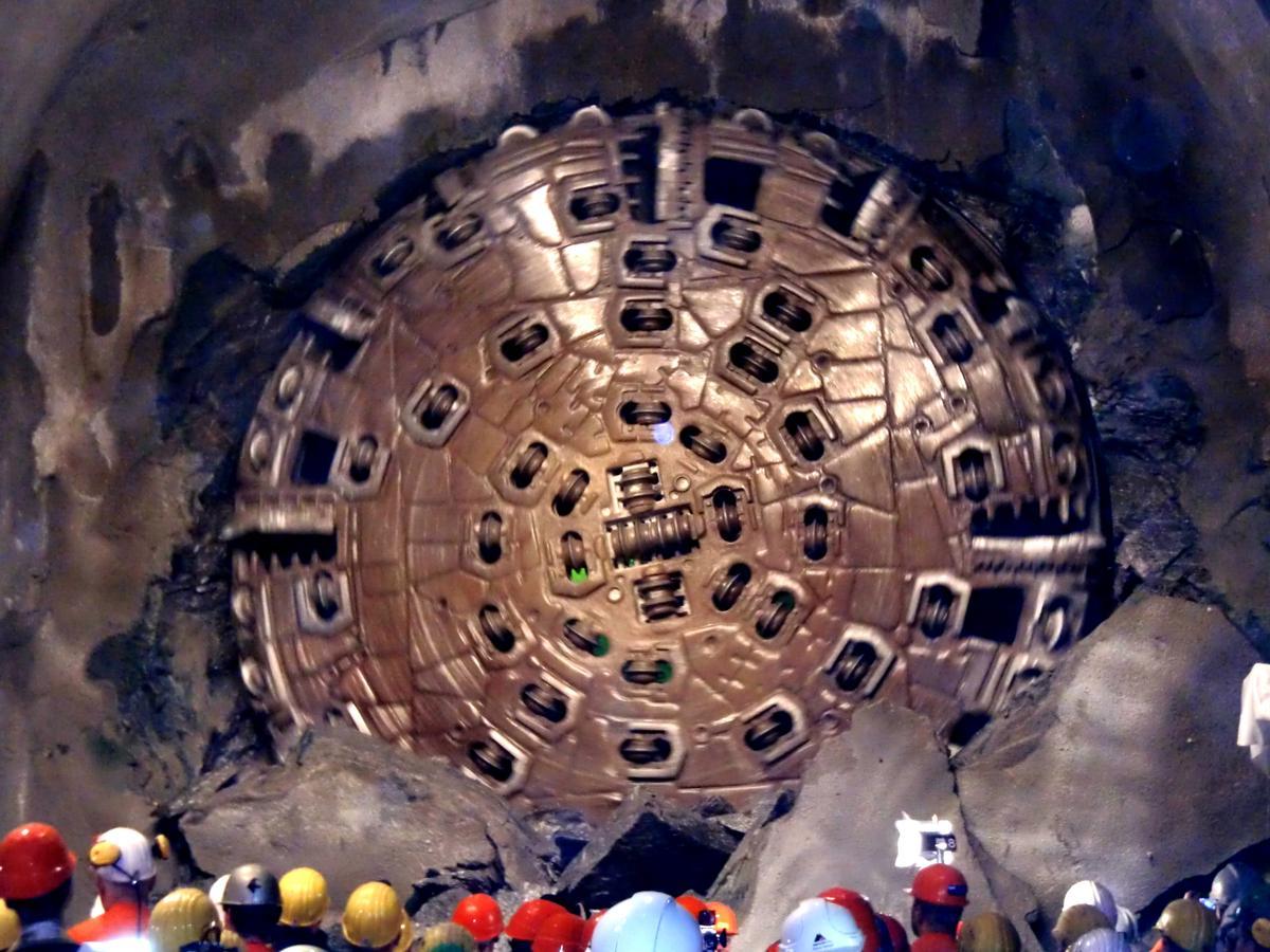 Gotthard basis tunnel final breakthrough