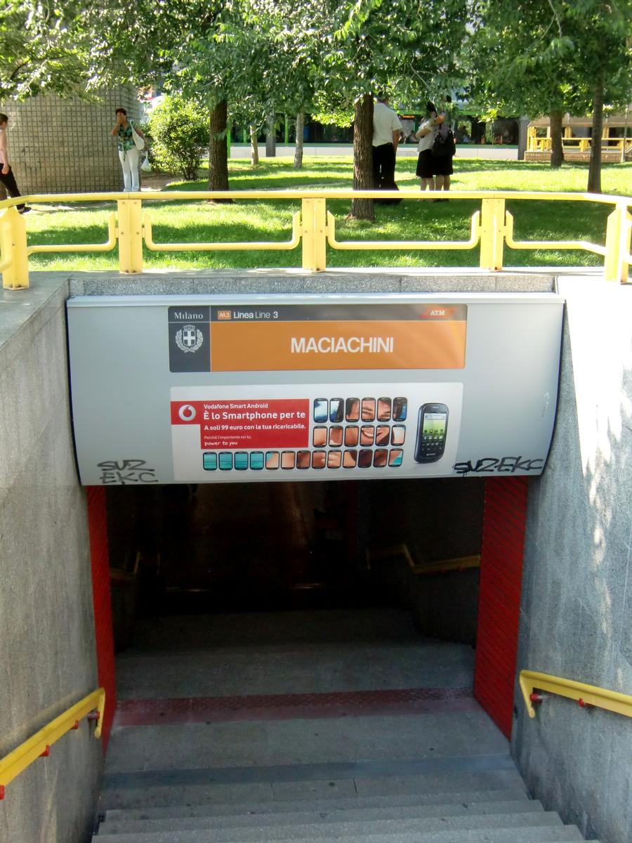 Maciachini Metro station, access