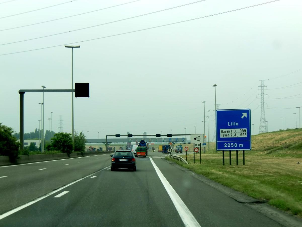 R2 Motorway, toll station near Liefkenshoektunnel