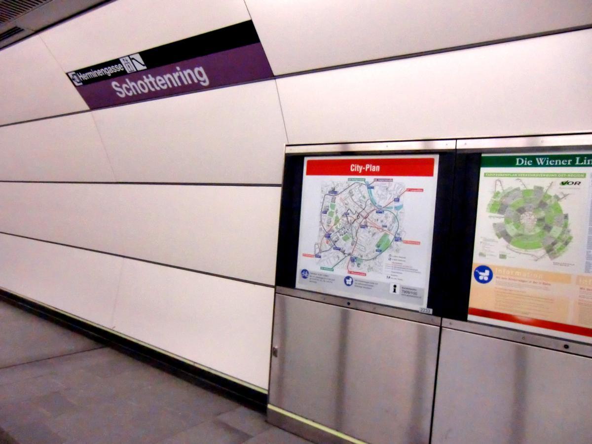 Schottenring Metro Station, platform