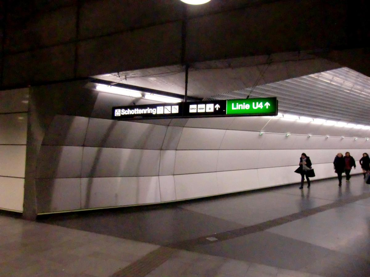 Schottenring Metro Station line U2, mezzanine