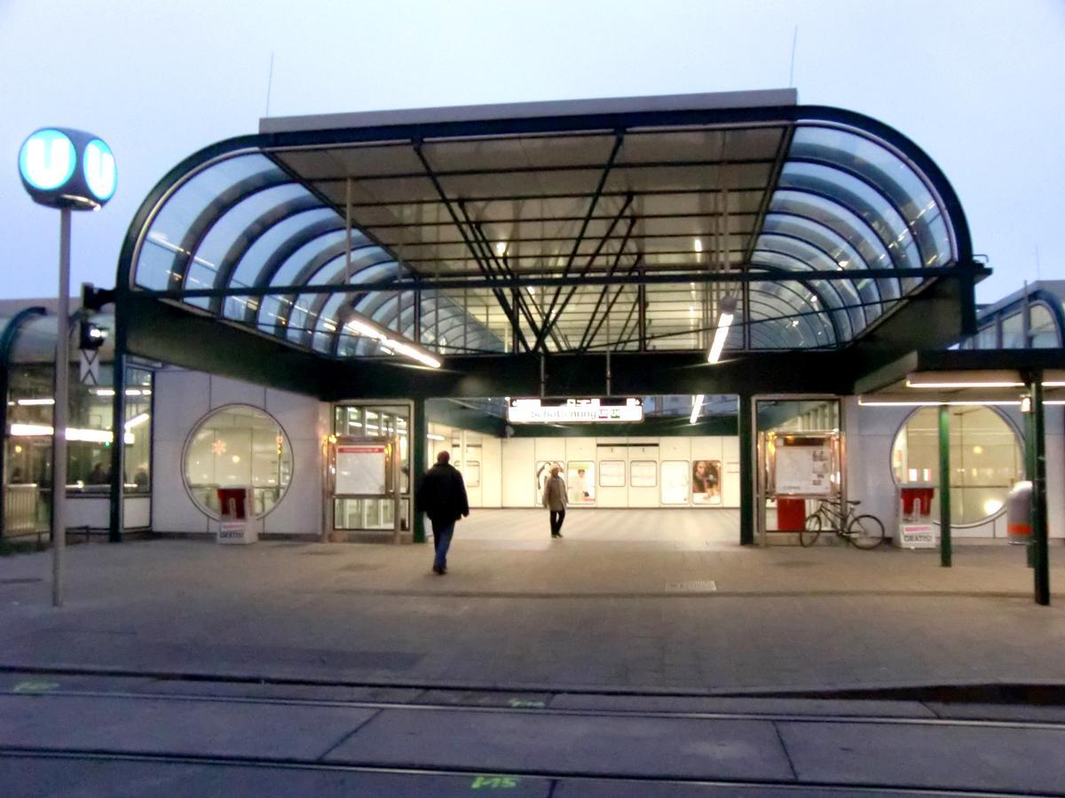 Schottenring Metro Station, access