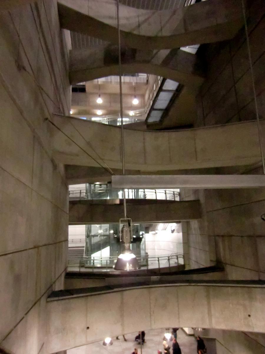 Schottenring Metro Station, mezzanine
