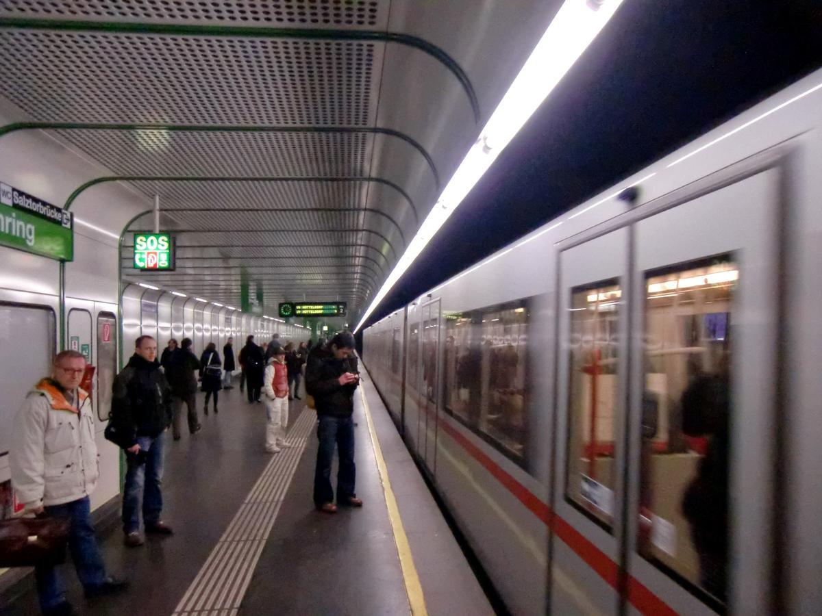 Schottenring Metro Station, line U4 platform