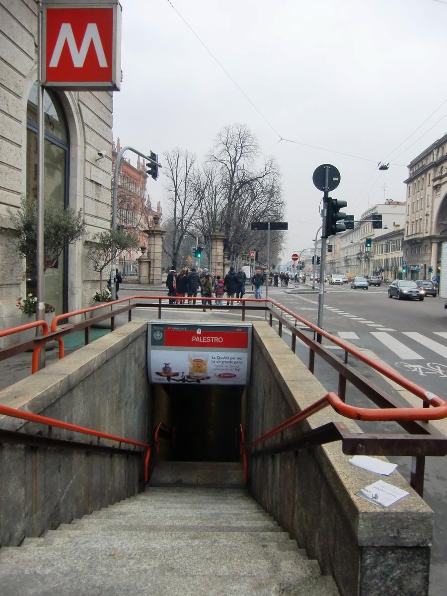 Palestro M1 Metro Station - access
