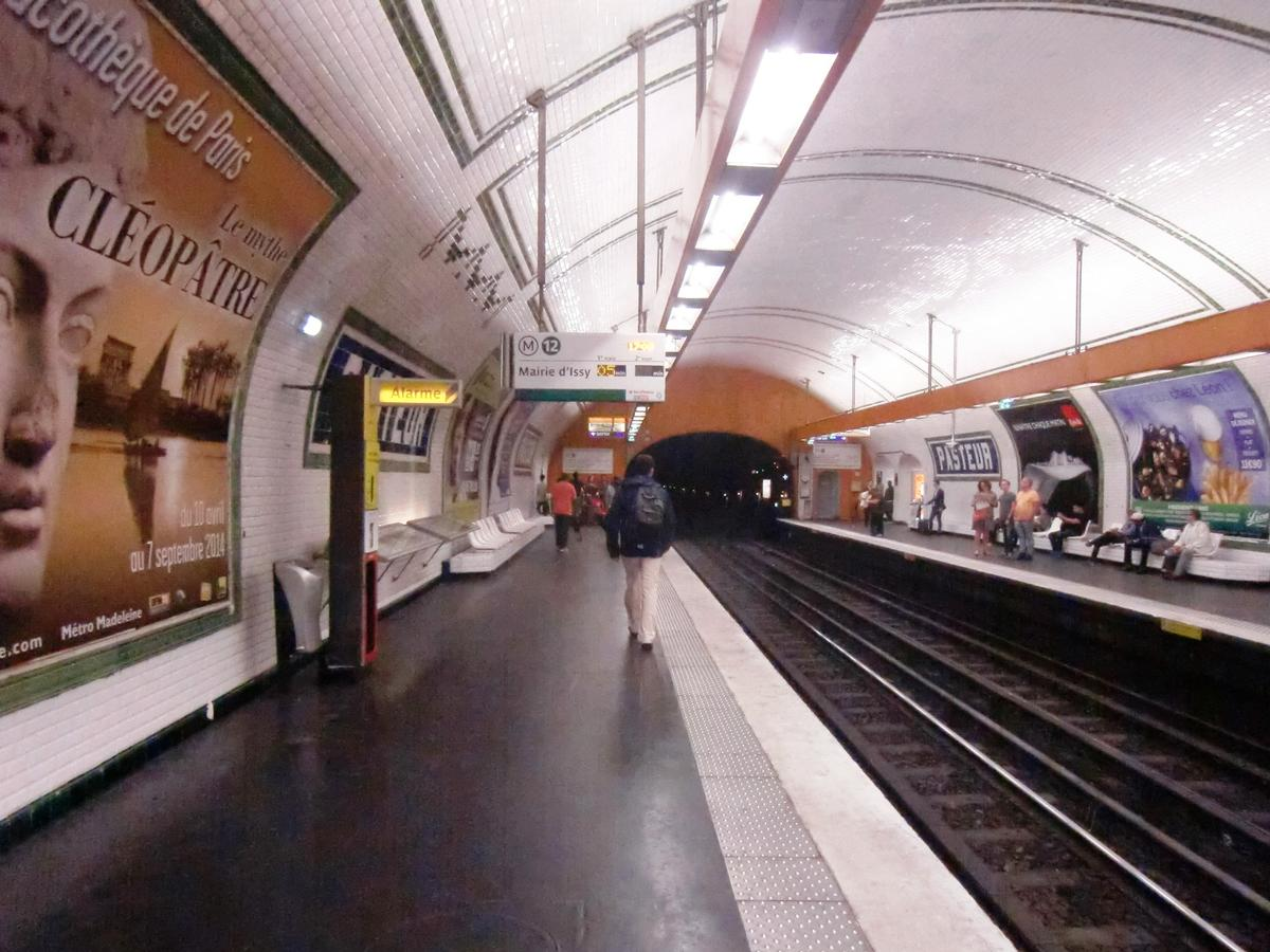 Pasteur Metro Station, line 12 platform
