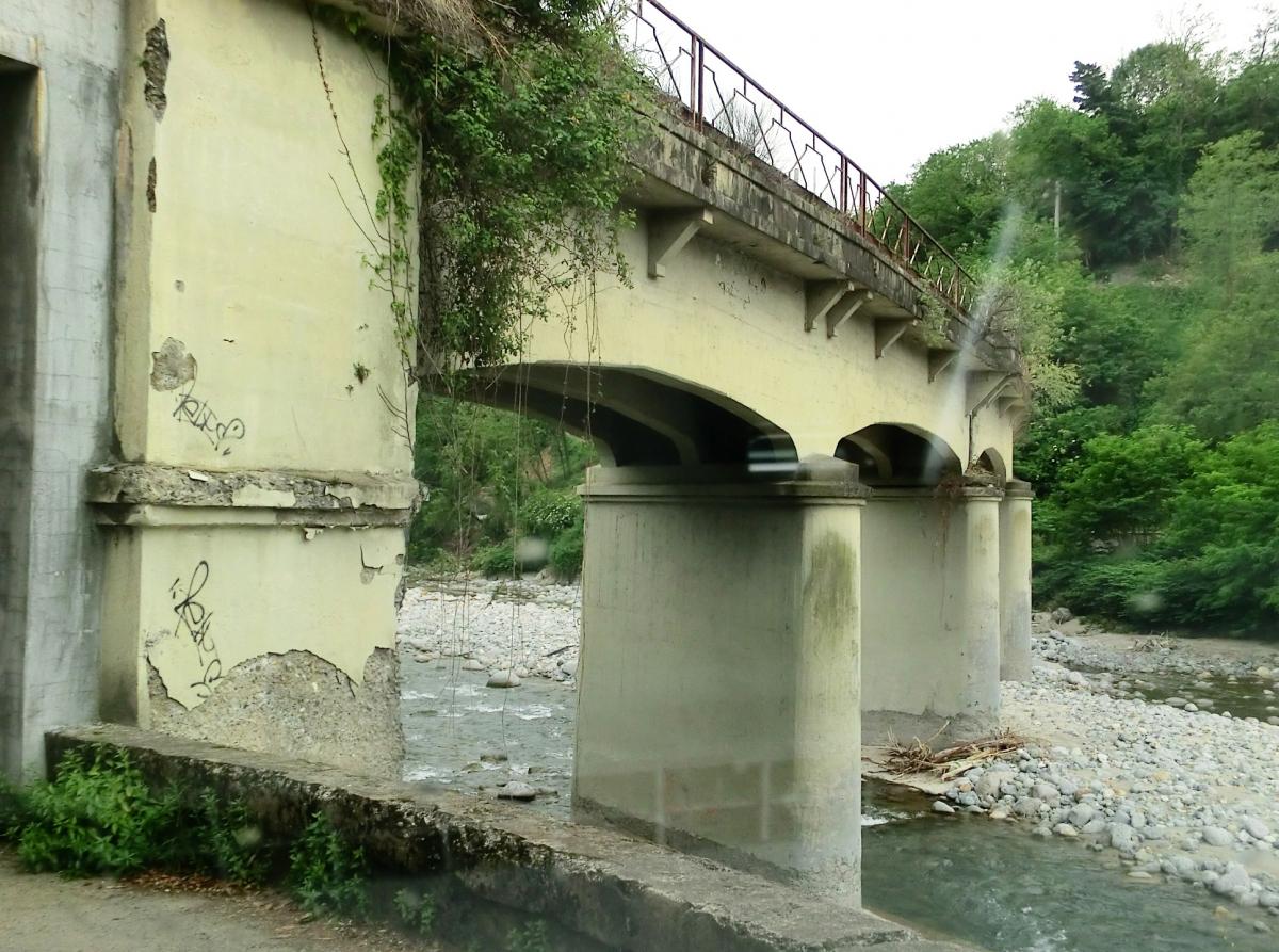 Eisenbahnbrücke über den Cervo