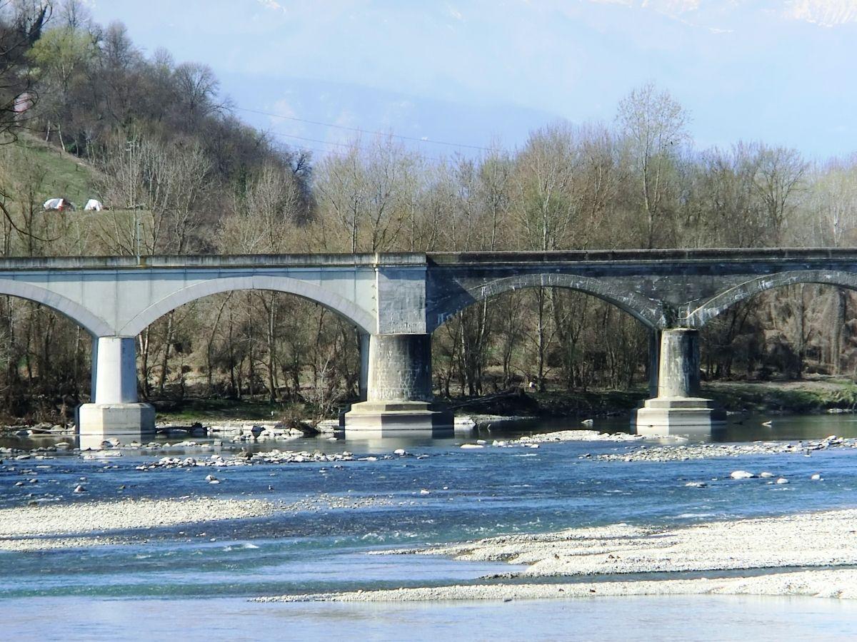 Eisenbahnbrücke über den Po