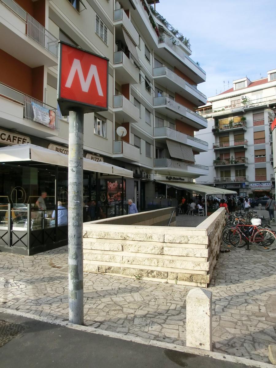 Cornelia Metro Station, access