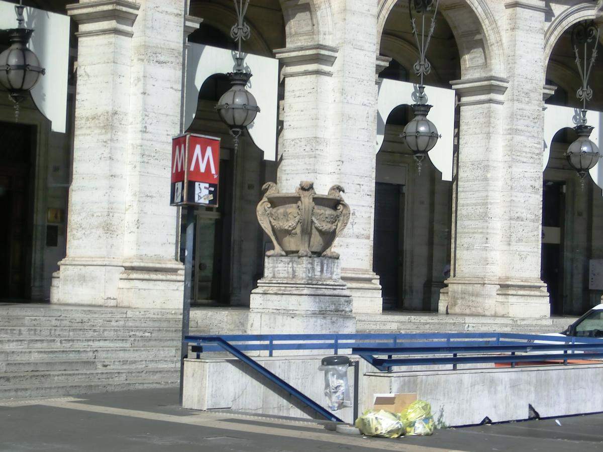 Repubblica - Teatro dell'Opera Metro Station, access