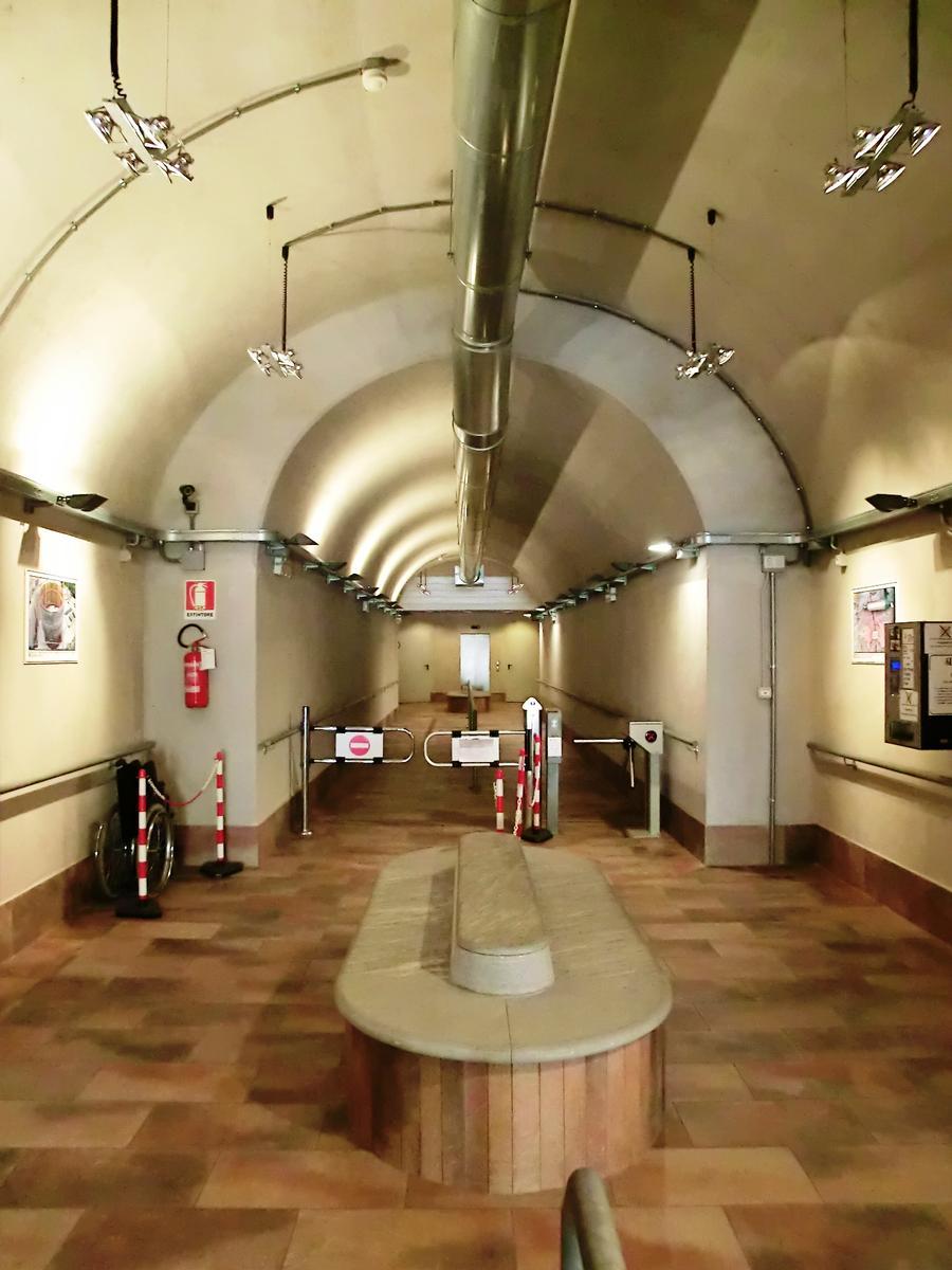 Santa Caterina del Sasso Elevator (Leggiuno, 2010) | Structurae