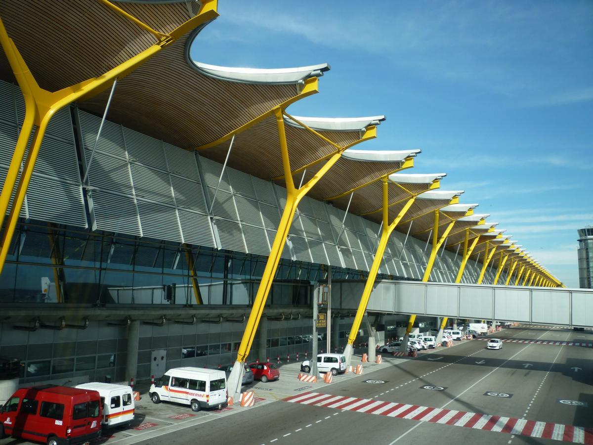 Flughafen Madrid-Barajas Terminal 4