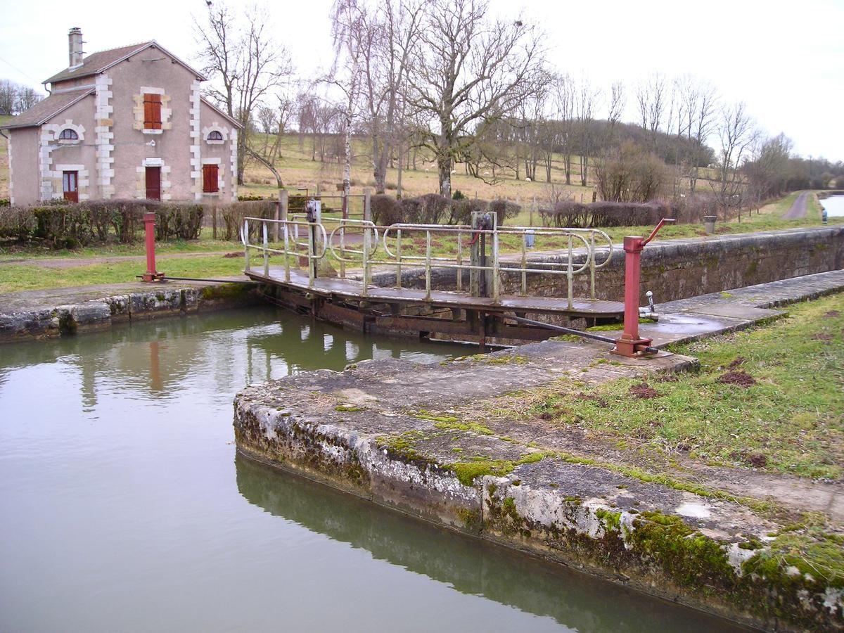 L'écluse numero 11 de Orgues sur le versant Loire