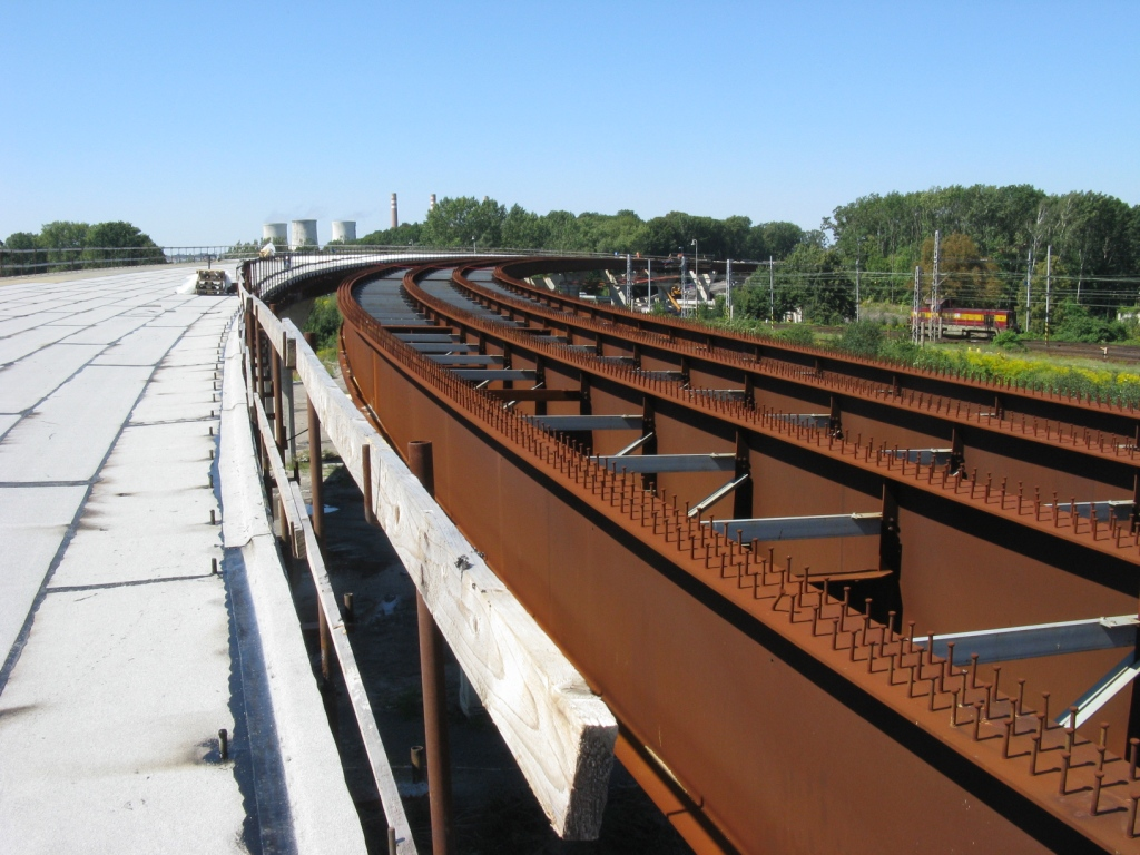 The right-hand lane girders are still without concrete deck slab.
