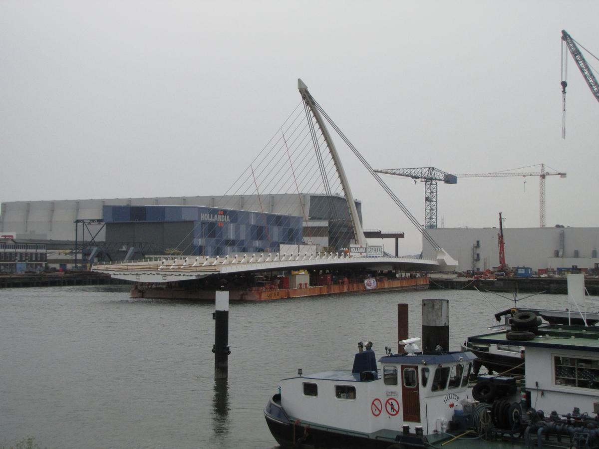 Verschiffung des Überbaus der Samuel-Beckett-Brücke von den Niederlanden aus nach Dublin, Irland