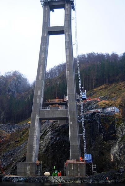 Mediendatei Nr. 224176 Die erschwerten Bedingungen an den Brückenpylonen erforderten von GEDA und Uco die Entwicklung einiger Sonderlösungen für den Einsatz der PH-Geräte