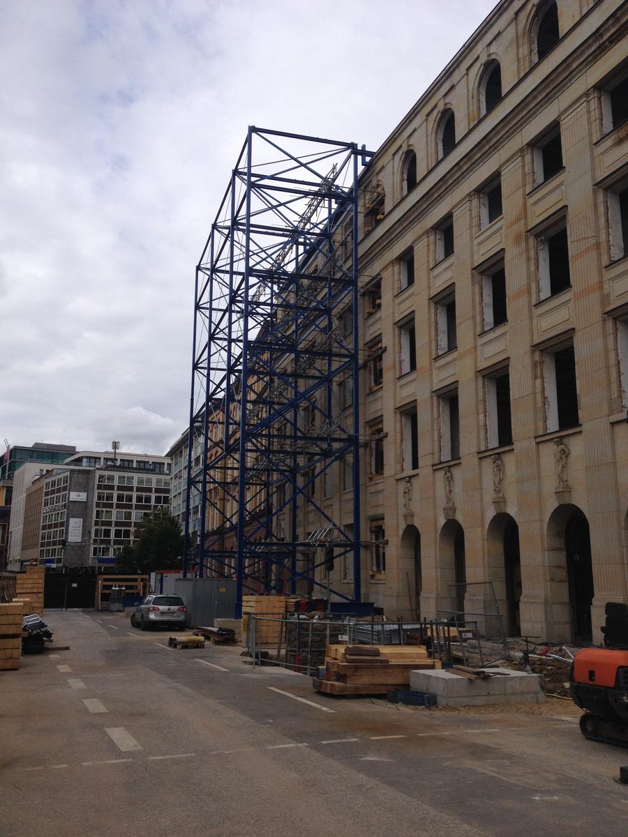 Für die Realisierung des Hamburger Großprojektes Stadthöfe-Quartier ist eine dreijährige Bauzeit von 2014 bis ca. 2017 geplant.