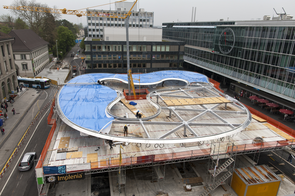 Am Busbahnhof Aarau steht das derzeit weltweit größte Einzelkammer-Folienkissen