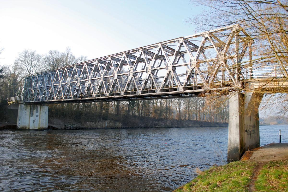 Bild Nr. 229840 Seit rund 70 Jahren als Provisorium im Einsatz: Die feuerverzinkte Ehzer-Brücke.