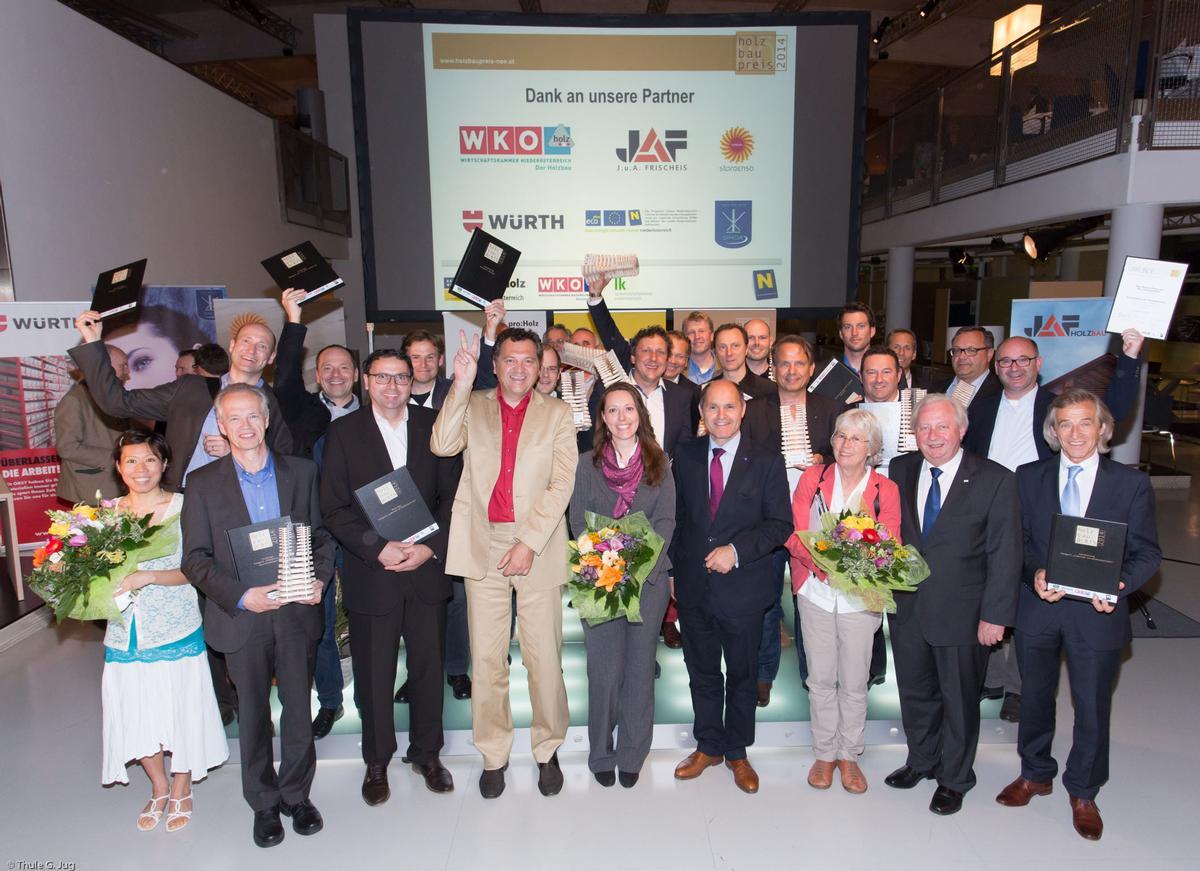Mitte LHStv Mag. Wolfgang Sobotka mit Preisträger und Auslober